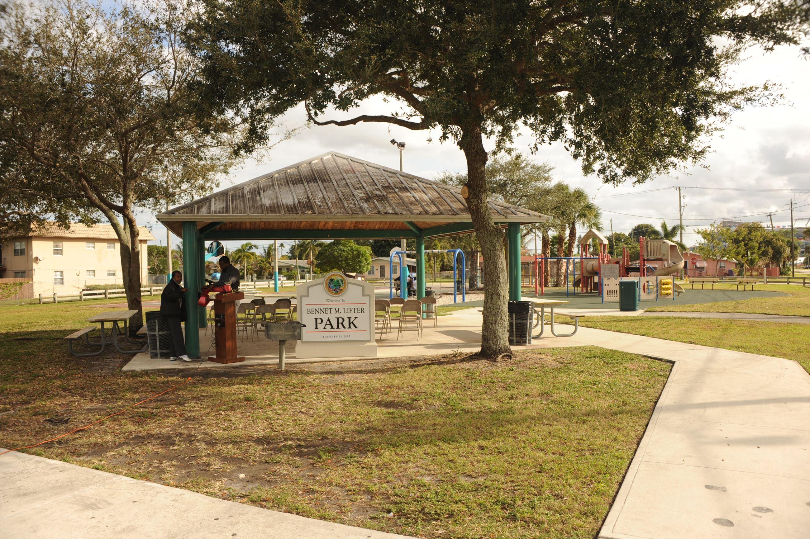 reputable site 42ea9 044a4 Miami Gardens, FL